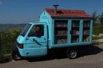 Il Bibliomotocarro del Maestro La Cava. (foto gentilmente concessa dal Maestro. Copyright Foto Antonio La Cava.)